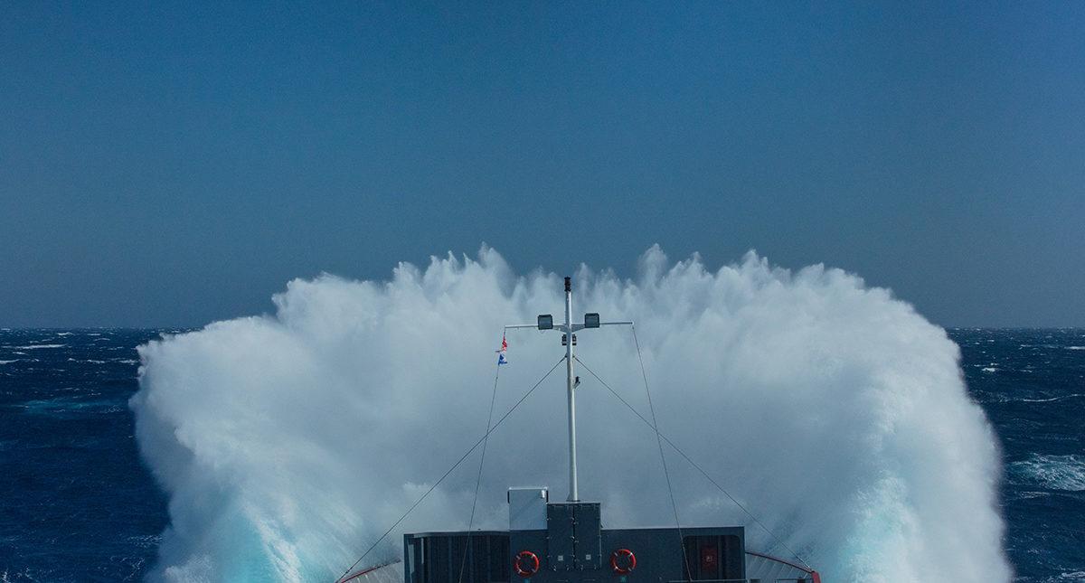 Expérience maritime, compréhension des ports, des cargaisons / marchandises, des navires, connaissance des conditions maritimes et météorologiques et de sa pertinence.