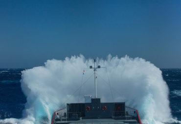 Maritieme ervaring, begrip van havens, ladingen / grondstoffen, schepen, kennis van zee- en weersomstandigheden en hun relevantie.